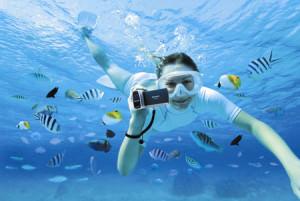 Девушка снимает под водой